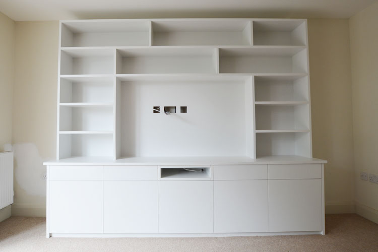 Freestanding media unit