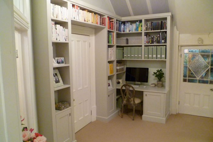 Bespoke study shelving and desk